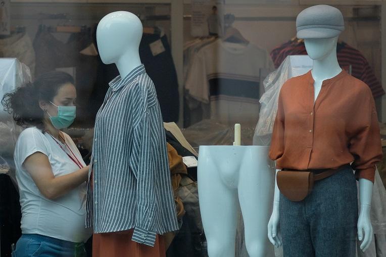 Mode Unie haalt slag thuis om zomersolden te verschuiven naar 1 augustus